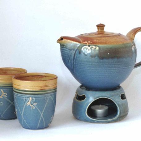 """zwei Blaue Becher """"Pulk"""" mit Teekanne und Stövchen"""